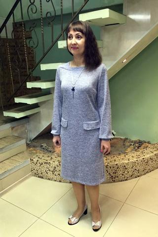 Платье из мягкого трикотажного полотна лавандового цвета