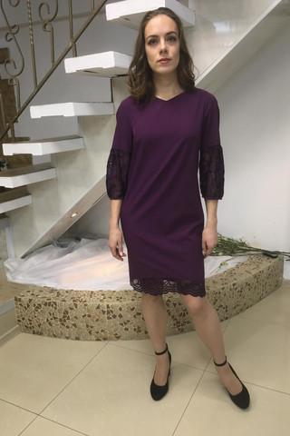 Нарядное платье с кружевной отделкой