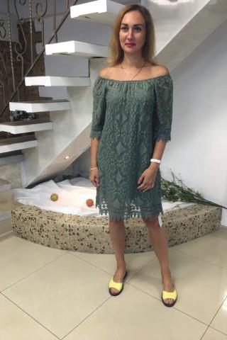 Платье из кружевной ткани на подкладке