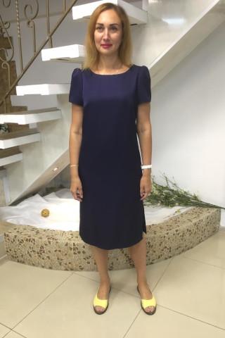Платье прямого силуэта, на спинке v-вырез, рукава-фонарик