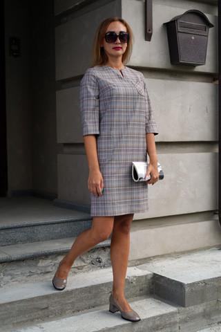 Платье прямого силуэта с тремя карманами