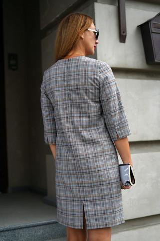 Платье прямого силуэта вид сзади