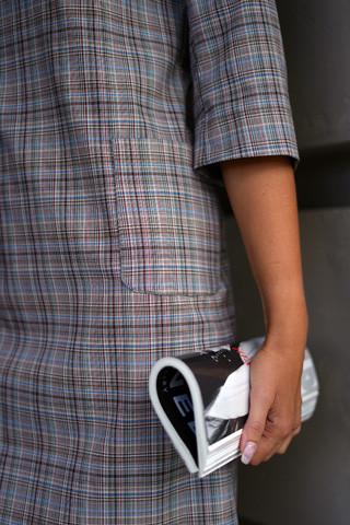 Платье прямого силуэта, карман