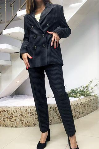 Классический двубортный костюм на подкладке