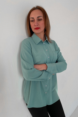 Рубашка свободного кроя из лёгкой вискозной ткани